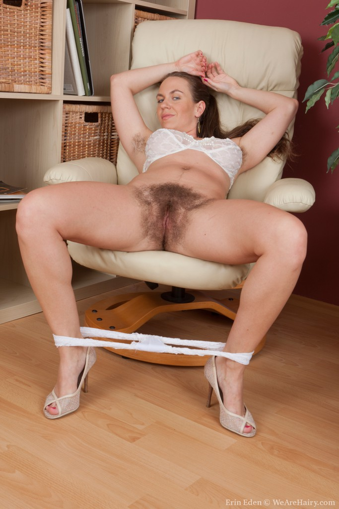 Nude Women With Pubic Hair