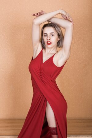 Anolia strips off her red dress to play naked