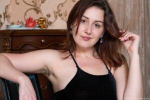 Ella Nori masturbates after posing in her lingerie