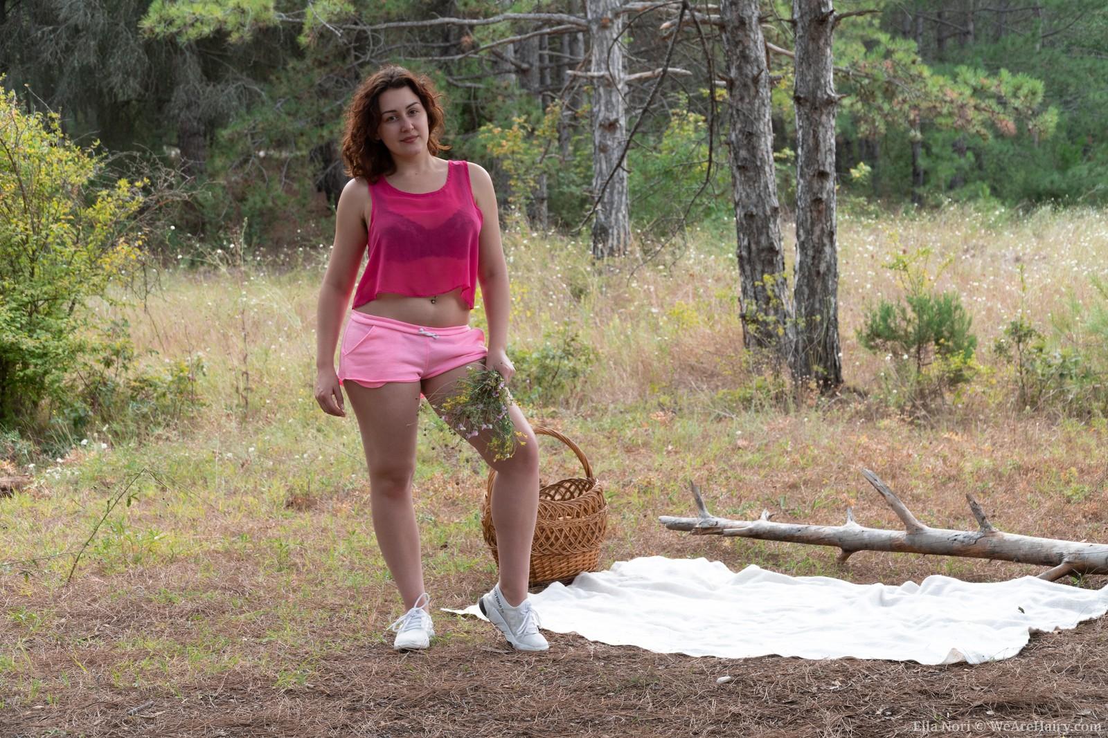 Ella Nori masturbates outside after her picnic