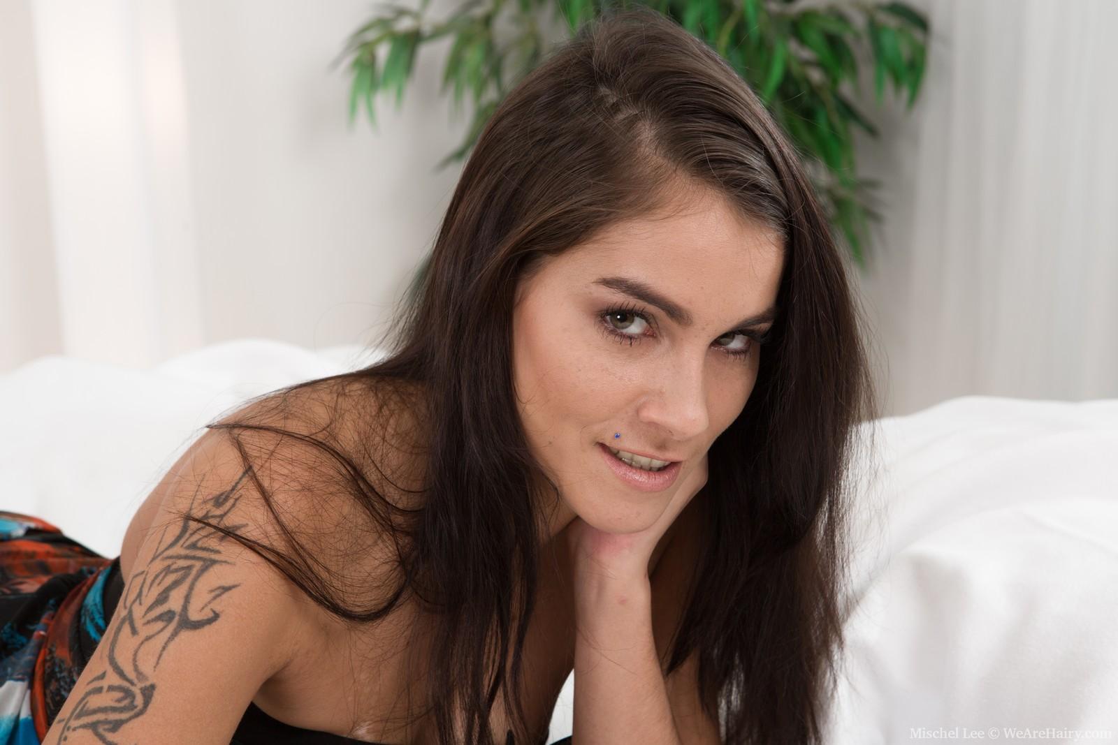 Mischel Lee strips naked and masturbates in bed